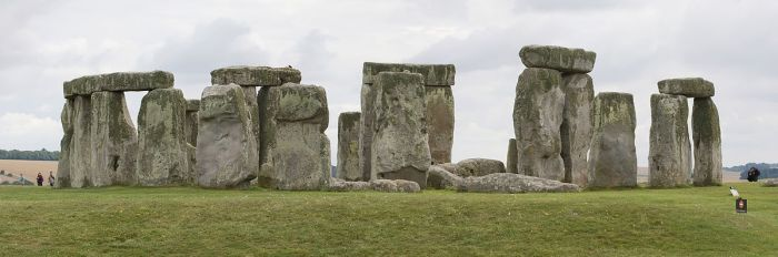 5-1200px-Stonehenge_from_north,_August_2010,_cropped
