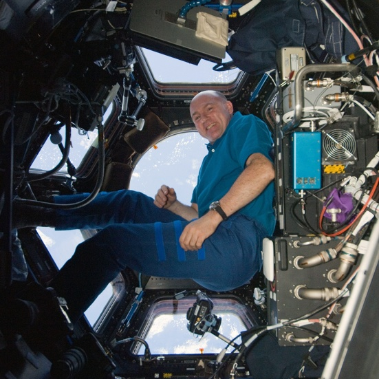 3-ISS-30_André_Kuipers_in_the_Cupola